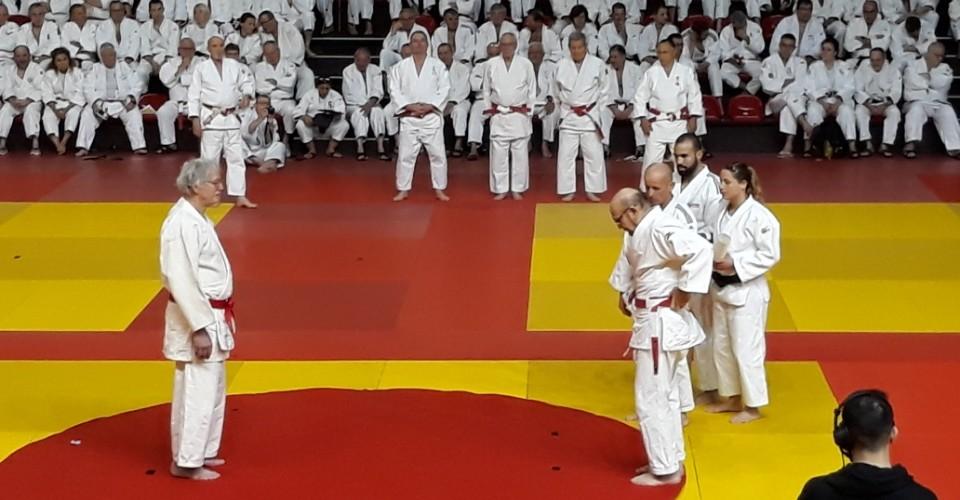 Remise du 7ème dan de judo  à Roger Cadière par le Président de la FFJDA